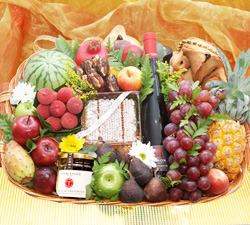 Purim Deluxe Gift Basket